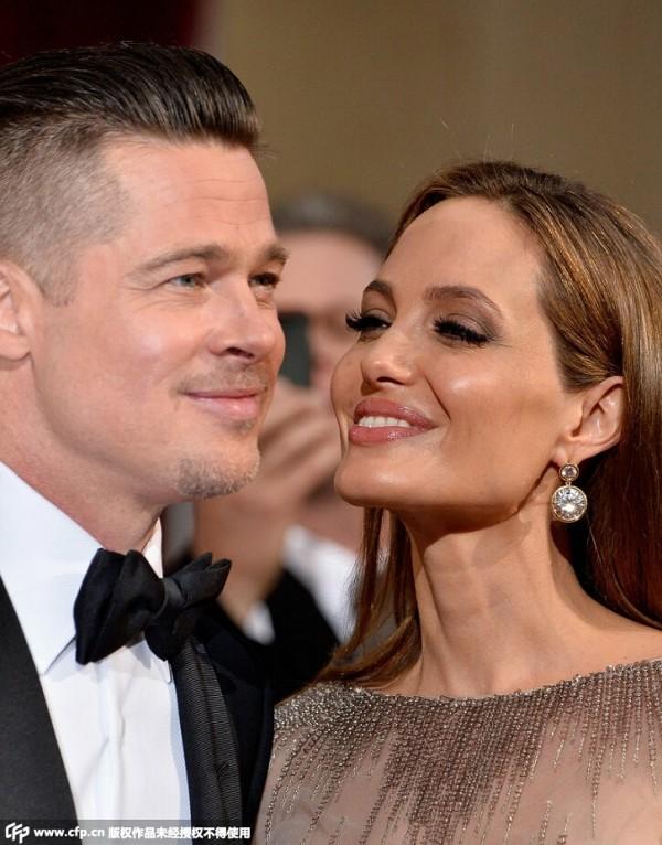 """【安潔莉娜裘莉Angelina Jolie&布萊德彼特Brad Pitt】安潔莉娜裘莉與布萊德彼特的婚事,一直是娛樂圈中的一件""""懸案"""",連娛樂記者都記不清到底傳出過多少次兩人分分合合的消息了。不過好在,兩人終於在相戀近十年後,於今年8月在位於法國Chate"""