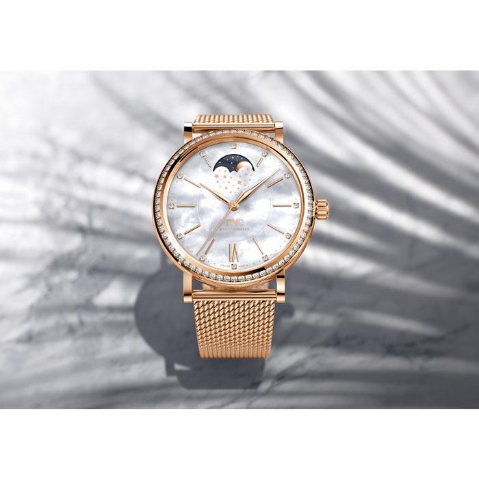IWC萬國錶在今年的《亞洲高級鐘錶展》上,索性以全新中裝概念,帶來柏濤菲諾(Portofino)一系列優雅作品。