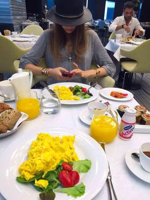 瑞士超模Xenia Tchoumitcheva早午餐