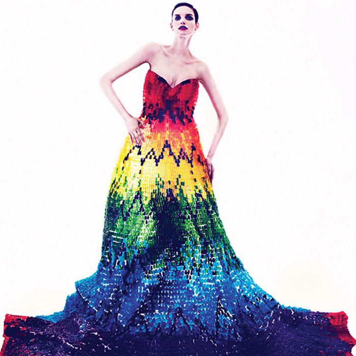 向Alexander McQueen致敬所製的小熊軟糖版Rainbow Dress