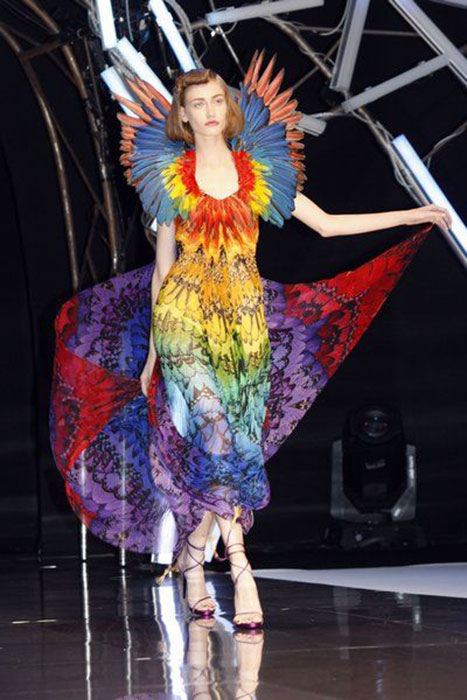 Alexander McQueen的Rainbow Dress