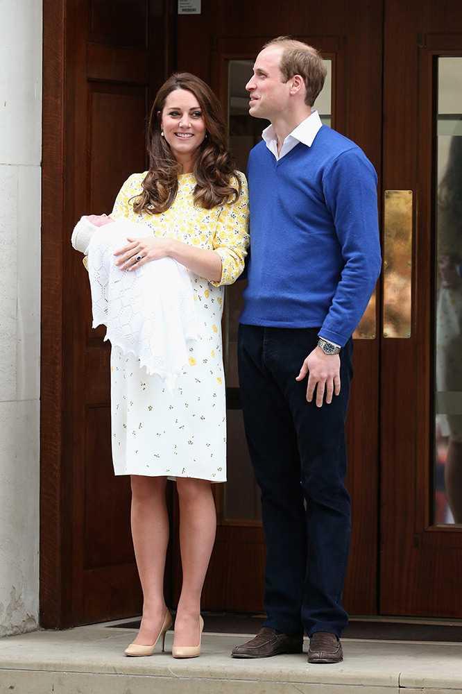 英國凱特王妃昨產下第二胎,根據美國有線電視新聞網(CNN)報導,凱特與威廉王子剛剛已經帶著剛出生的小公主,走出醫院向民眾揮手致意。