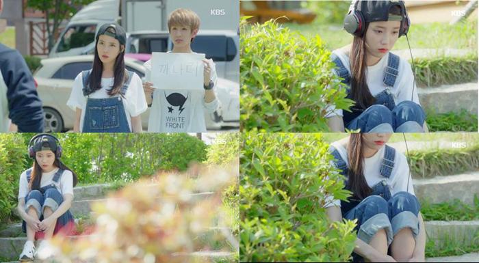 韓國國民妹妹IU在新戲-製作人 中也穿上SJYP的吊帶單寧褲
