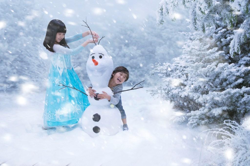 香港迪士尼樂園冰雪小鎮 堆雪人的難忘時光