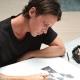插畫家Sam Thomas來台為開幕獨家限量商品現場手繪設計
