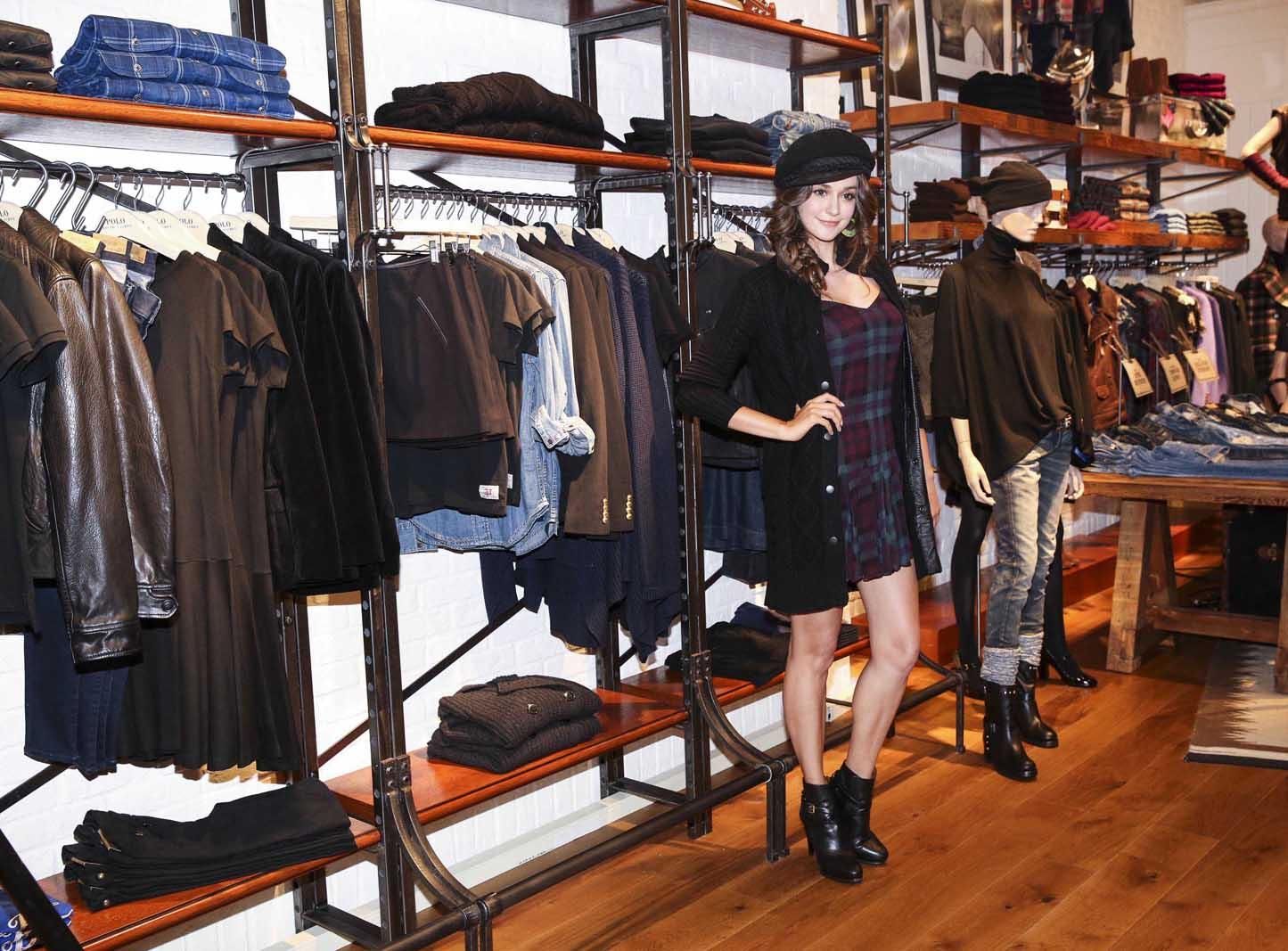 時尚名模 瑞莎優雅演繹POLO RALPH LAUREN 2015秋冬服裝;格紋洋裝 NT$17,280 針織長外套NT$26,080 羊毛貝雷帽 價格內洽