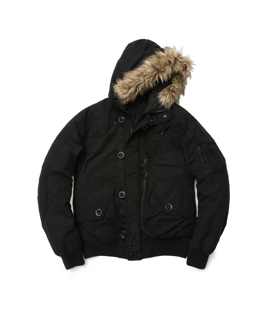 Polo Ralph Lauren Men 黑色連帽外套NTD27,880