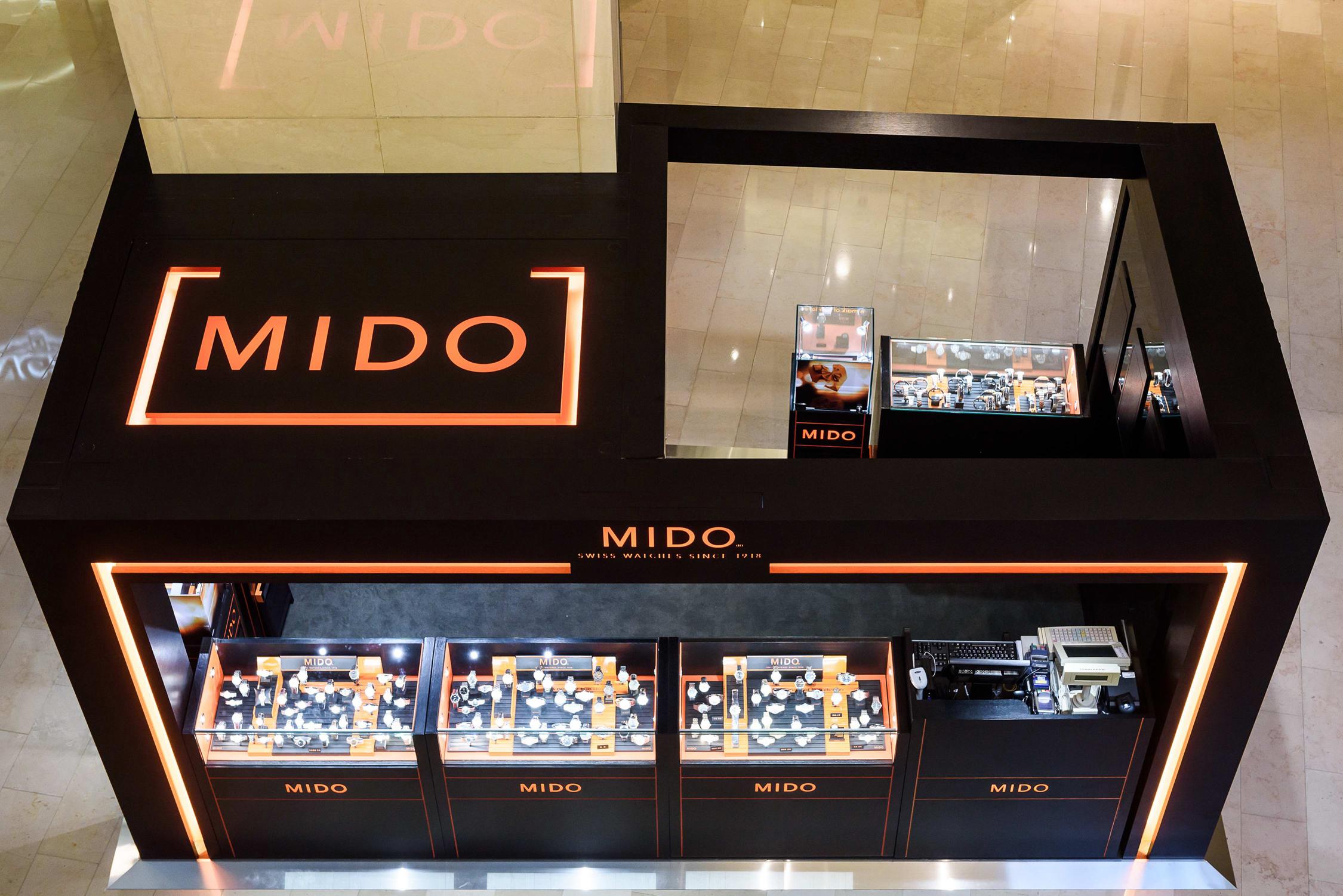 MIDO美度表台北101專賣店全台首度採用巨型LED門框設計,更加凸顯品牌橘黑經典配色。