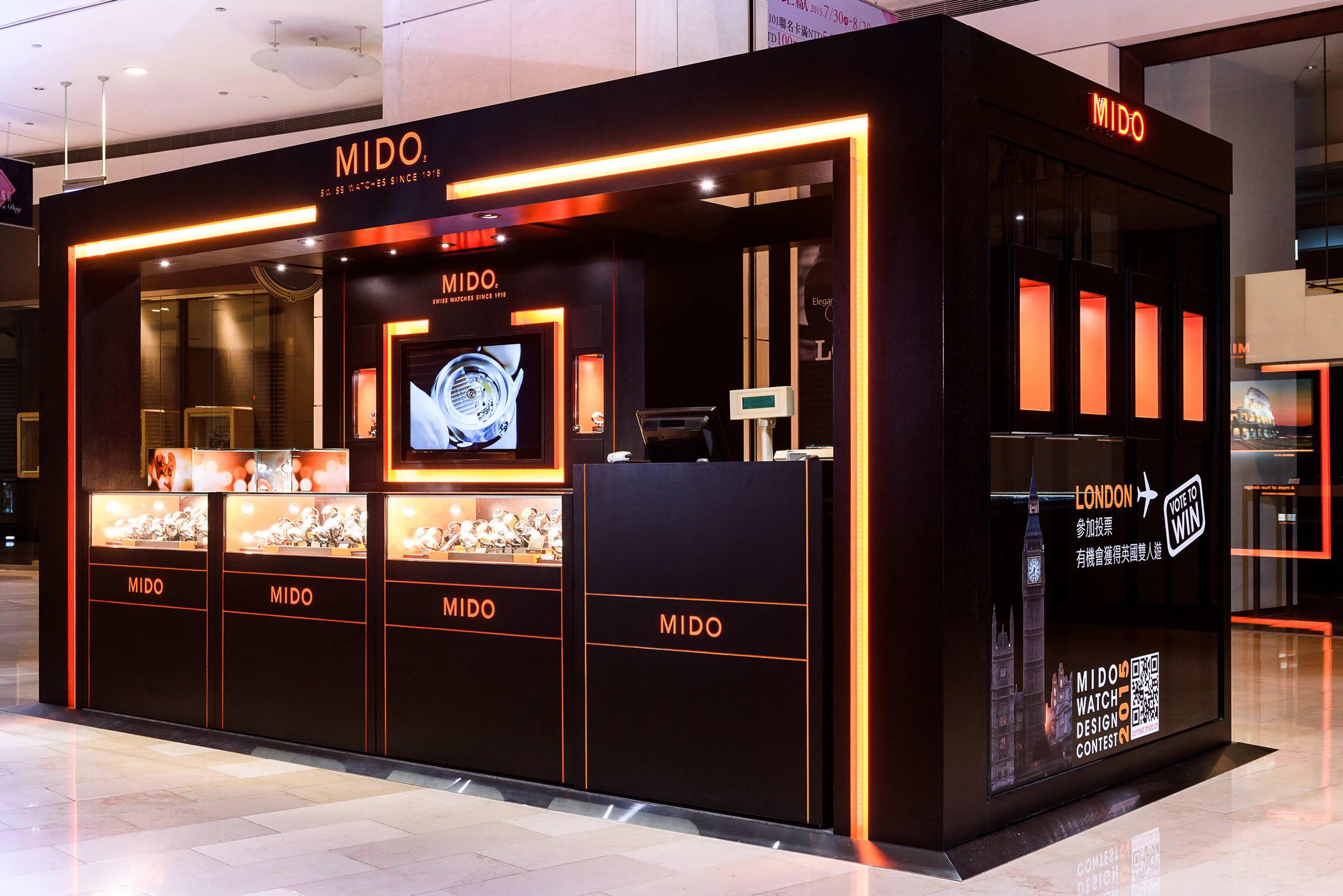 MIDO美度表台北101專賣店的右側,設置了四座代表不同系列的懸吊櫃,