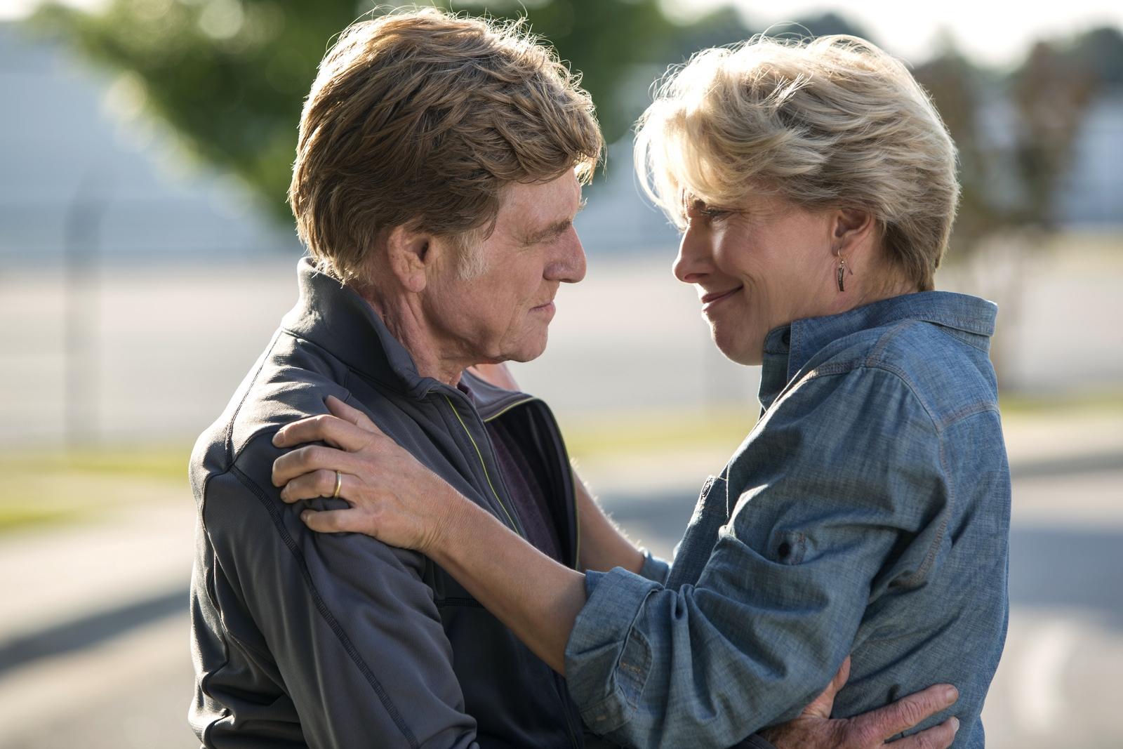 《別跟山過不去》劇照:艾瑪湯普遜(右)與勞勃瑞福(左)在片中飾演夫妻,互動令人動容。