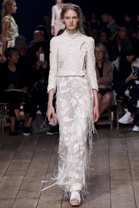 2016巴黎時裝周設計師們古典又浪漫還帶點科技感