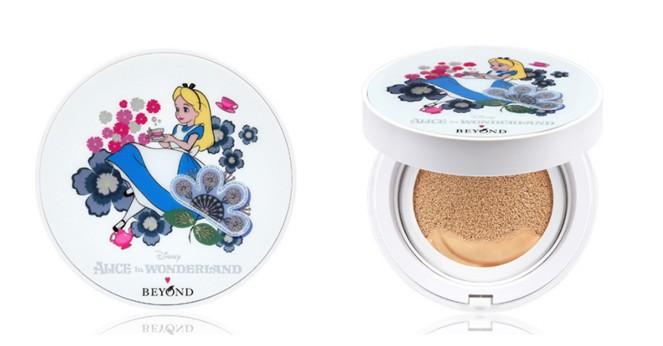 韓國LG集團旗下的Beyond品牌也聯合迪士尼推出了Alice系列,隨身帶著一個Alice補妝,感覺自己在愛麗絲的奇幻世界裡遨遊。