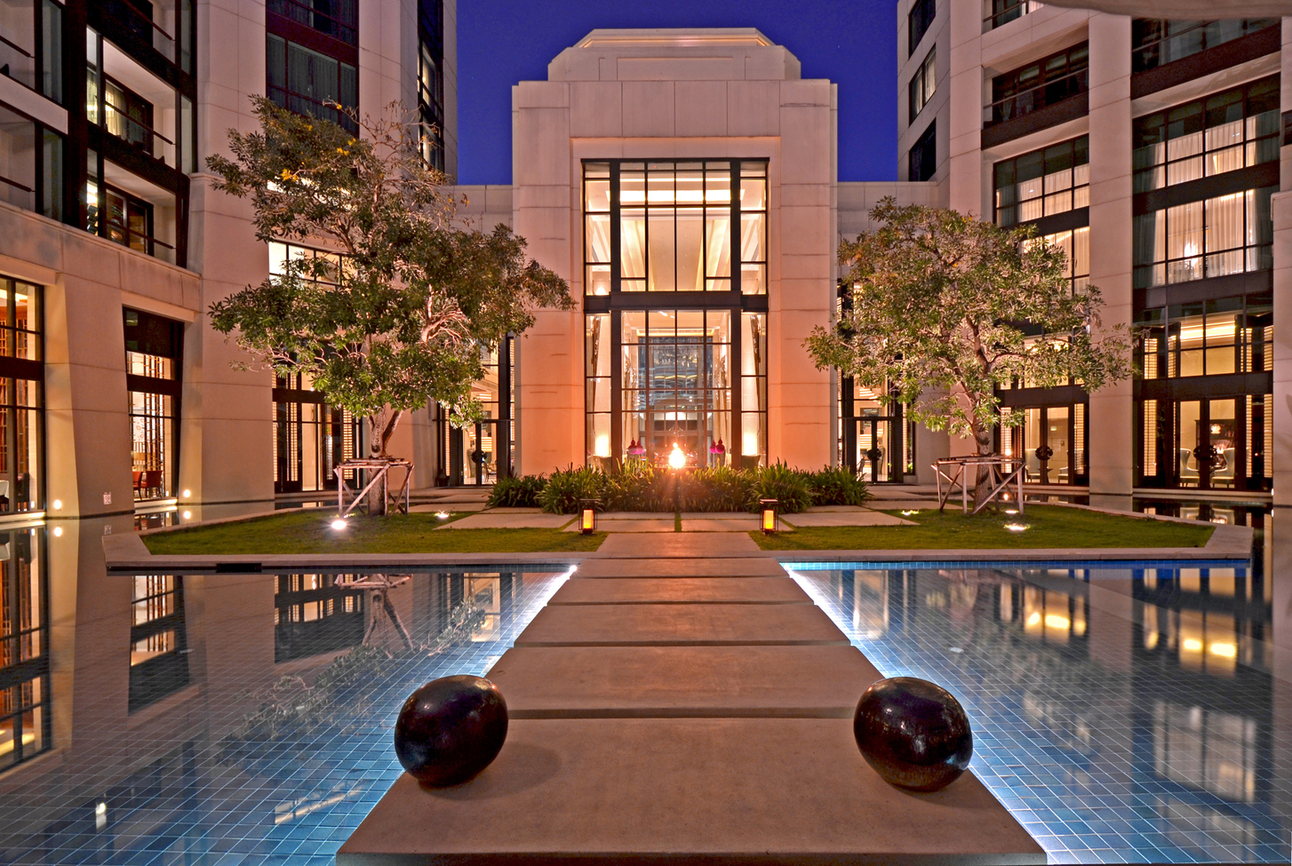Siam Kempinski的設計氣派細膩,每一處都能望見以蓮花為概念打造的精緻裝潢,共提供303間房間讓旅客選擇。