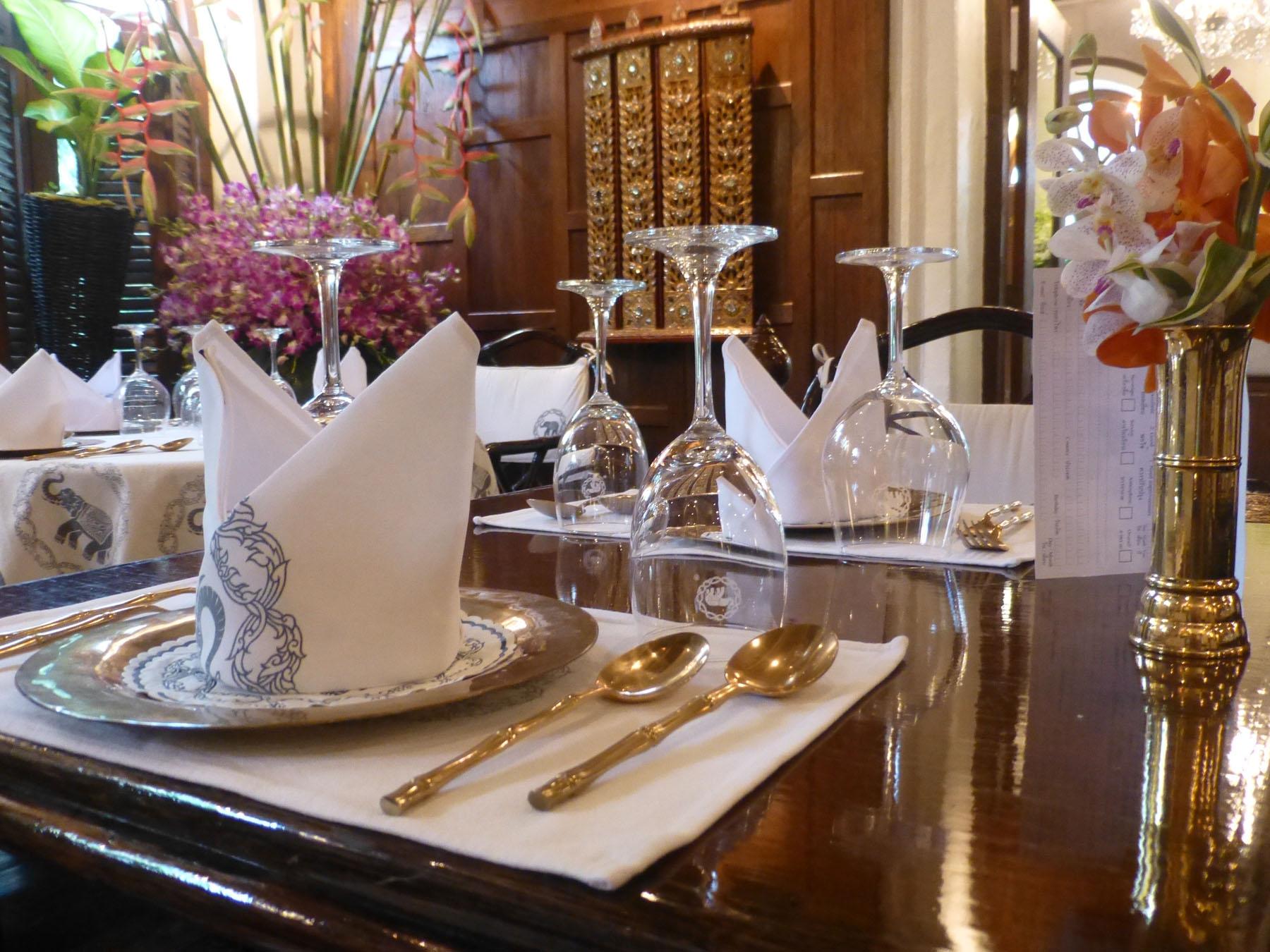 位於曼谷的藍象廚房,建築已有百年之久,一樓是古典開闊的用餐空間。想化身為泰菜料理大廚、讓人膜拜你的手藝道地?那就快來藍象廚房修煉廚藝。