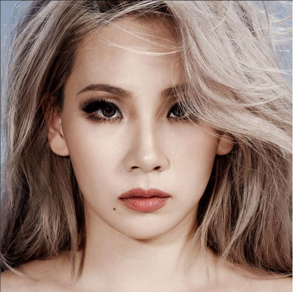 CL-不是太重的煙燻妝容,搭配裸唇色