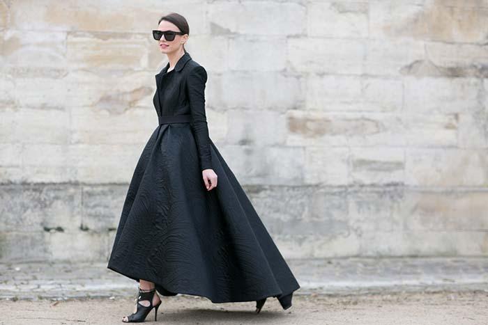 乍看如 Ulyana 的風格,復古五○摩納哥王妃葛麗絲風格的大傘狀襯衫式長洋裝,因美好線條營造出古典美感。