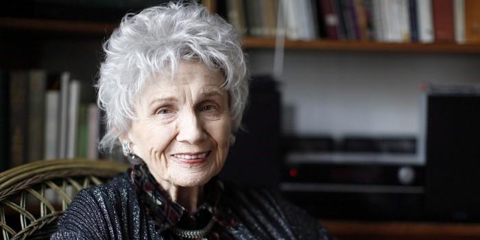 我非常喜歡加拿大女作家 Alice Munro,如果看了 Munro 的小說,就知道那是了不起的人類靈魂跟心靈。