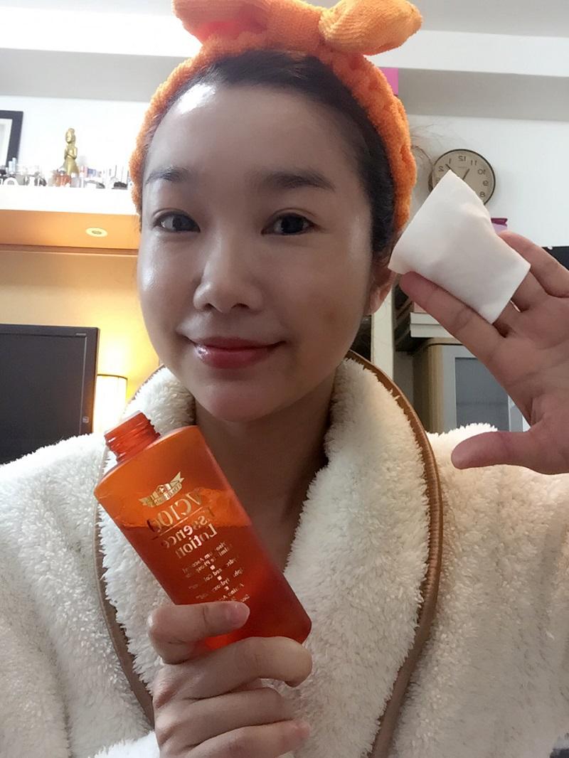 有毛孔粗糙煩惱,也很適合以Dr.Ci:Labo超瞬間滲透美妍水EX來改善唷,不妨搭配化妝棉加強保養。