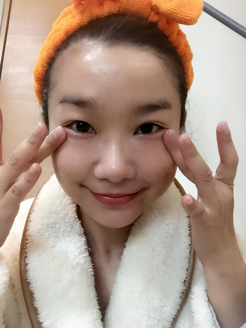 嬌弱的眼週肌膚用了也OK!而且立即有拉緊的上揚感。