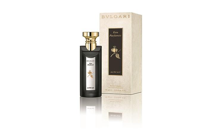 BVLGARI奢華茶香系列-寶格麗引茶入香的概念在1992年已開啟,這次推出的茶香以雲南茶的「黑茶中性古龍水」作為核心,加入皮革、蠟、蜂木與菸草激盪出迷人的香氣,把東方的品茗文化創造出生氣蓬勃的清純茶香香氛,展現「平衡涵養」的概念,適合沉穩中性、尊貴高雅的你。 75ml NTD$3,200