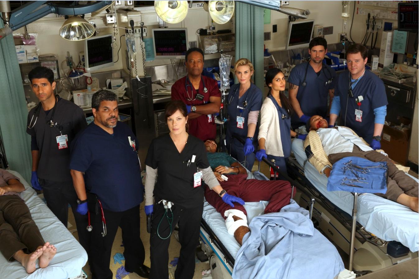 《全院警戒》忠實呈現頂尖醫生團隊在急診室重症區第一線搶救傷患的身影,面對死亡,他們必須更加堅強,盡全力救回每一條生命◦