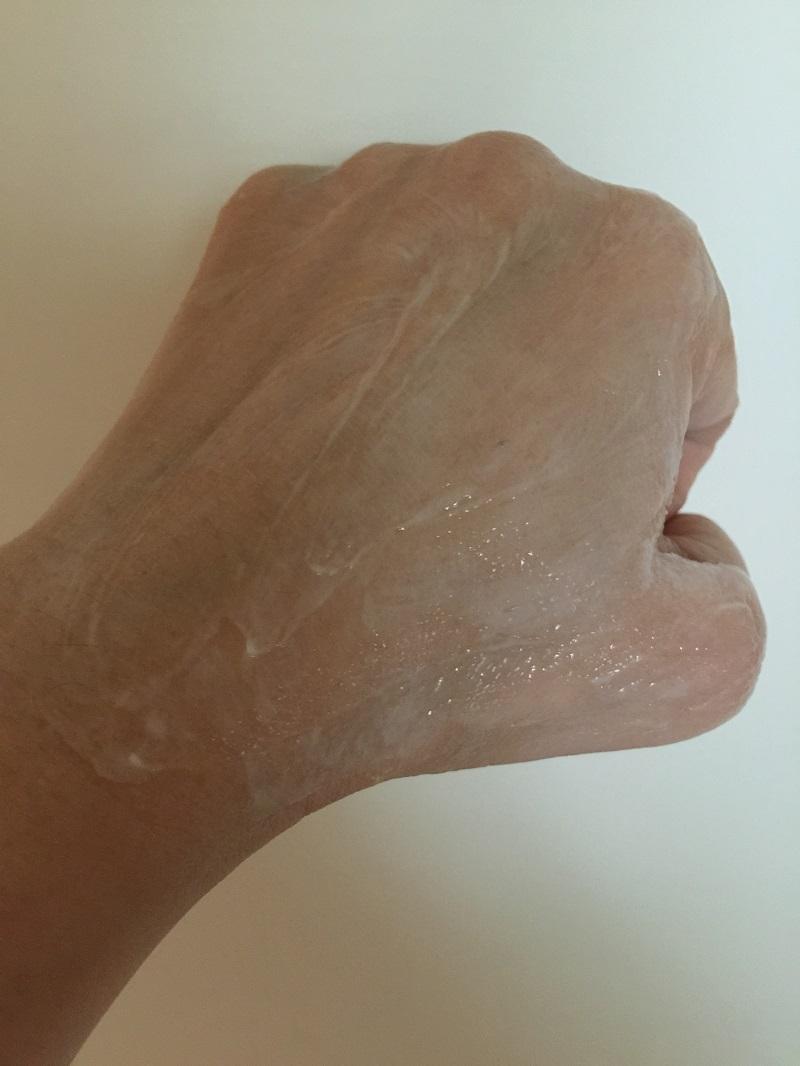 勻開時變成半透明凝霜。