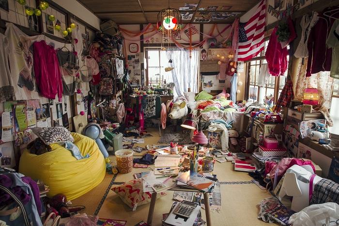 房間真的亂到有剩....