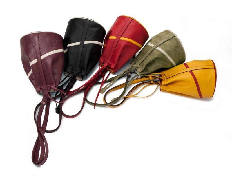 Bloop圓錐型束口手拿包擁有多種易於融入各色服裝單品的高雅色調