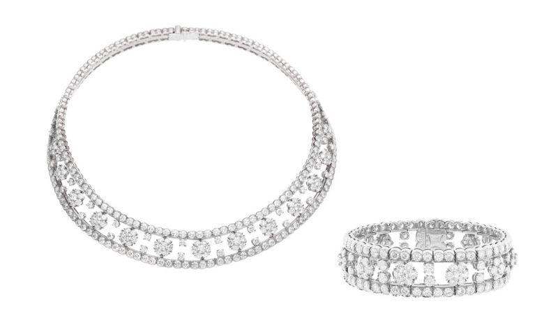 SNOWFLAKE 項鍊鉑金,白K金,369顆圓形鑽石達32.13克拉。SNOWFLAKE 手鐲鉑金,白K金,鑽石。