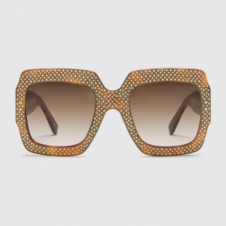 GUCCI 廣告形象款金色水晶裝飾 oversize 方框墨鏡$42,470