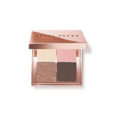 粉紅輕吻沙灘眼彩盤 6.2g/NT$1800能打造出各種簡單、日常妝容的必備彩盤,這些美麗的四格眼影盤能隨身攜帶,並以奢華的玫瑰金打造外盒包裝,每一個彩盤中各有溫暖的古銅色、金色、粉紅色和裸色,能打造出低調或性感的眼妝,就好像在海邊放鬆一樣簡單。
