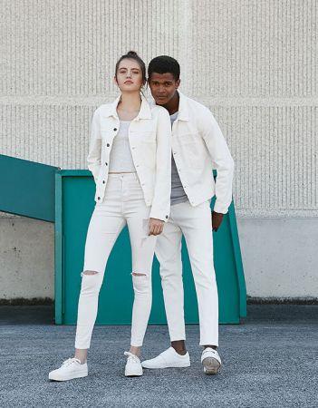 單品4:全白look流行好一陣子的全白穿搭不是女孩的專利,男生照樣可以穿,關鍵在於男生不像女生有短版上衣可選擇、輕鬆就能搭出全白層次感,所以建議男生內搭T-SHIRT可選淺灰色或米色,視覺上才有層次感、不會太平