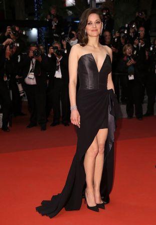 影后 瑪莉詠柯蒂亞(Marion Cotillard) 穿著Dior黑色特別訂製禮服出席電影《It's Only The End Of The World只是世界盡頭》首映會