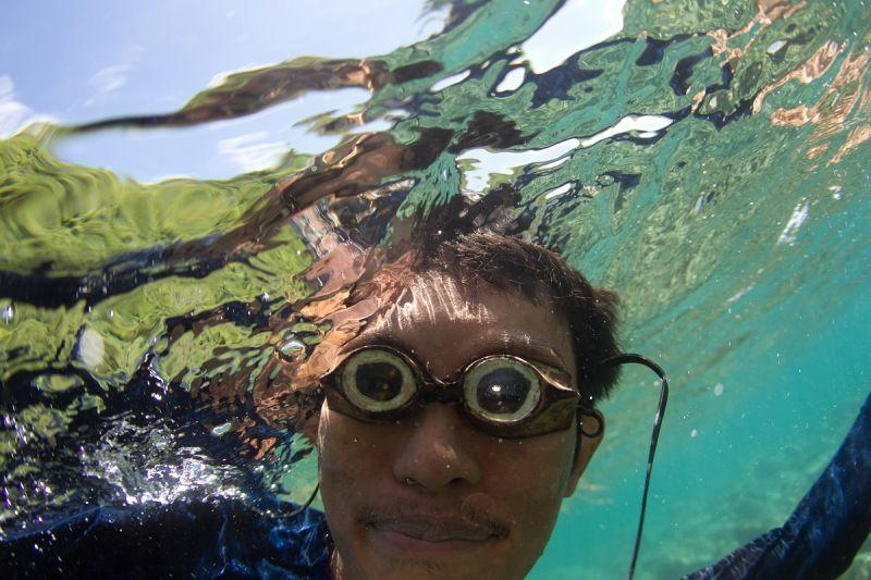 延續過去十年支持海洋保育的使命,海洋拉娜去年開始贊助新銳海洋探險家,其中一位是與臨海社區長期合作,瞭解如何維護海岸線與海洋生態的保育家兼攝影師Shannon Switzer,此照片為Shannon Swizter Photo Journal,藉由他與海洋不同的故事、研究與保育工作,讓更多人了解海洋,並期望能實現大家共同的願望,與海洋能互相照顧彼此。