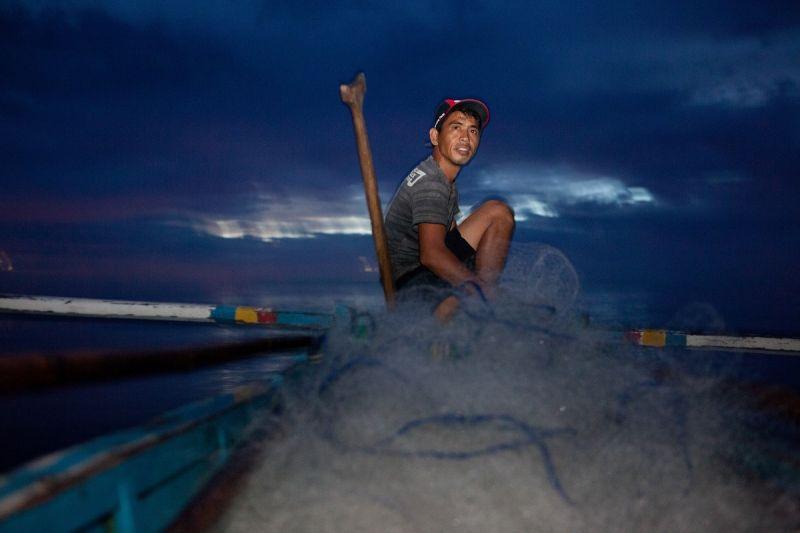 延續過去十年支持海洋保育的使命,海洋拉娜去年開始贊助新銳海洋探險家,其中一位是與臨海社區長期合作,瞭解如何維護海岸線與海洋生態的保育家兼攝影師Shannon Switzer,此照片為Shannon Swizter Photo Journal,藉由她與海洋不同的故事、研究與保育工作,讓更多人了解海洋,並期望能實現大家共同的願望,與海洋能互相照顧彼此。