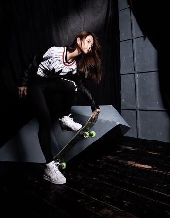 「極限場上都是男生,偶爾有女生也只是在場邊玩玩而已,要摔了不會怕又能爬起來,才是真的在溜滑板。」
