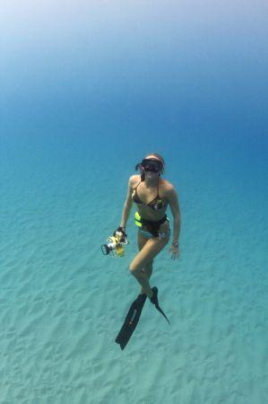 海洋拉娜贊助的新銳海洋探險家Shannon Switzer, 她是一位生態的保育家兼攝影師,與臨海社區長期合作,瞭解如何維護海岸線與海洋。