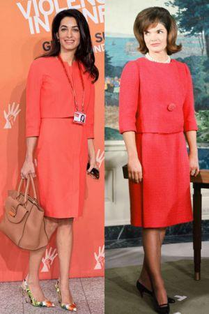 橘紅兩截式套裝 (2014 ; 1962)Amal和賈桂琳穿了類似款的橘紅兩截式套裝,比起賈桂林搭配的黑色高跟比較傳統保守,也符合當時風情,Amal則選擇搭配花卉印花的高跟,展現活潑俏麗的現代風格