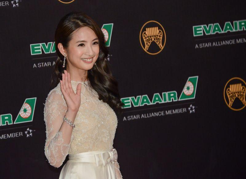 林依晨選擇三件來自寶格麗的頂級鑽石耳環、DIVAS' DREAM頂級花卉造型戒指與鑽石手鍊,舉手投足之間流露高雅氣質