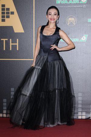 彭佳慧勇奪本屆最佳國語女歌手的彭佳慧,一身暗黑霸氣的禮服來自Vivienne Westwood,搭配Harry Winston珠寶,氣勢十足