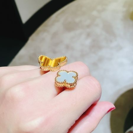 四大系列造型相當多元,VCA的指間戒大抵分為四大類型(系列):Flying beauty,如昆蟲,風箏,蝴蝶Floral,花朵造型Magic Alhambra,四葉草Perlee,金珠造型,是指間戒的生力軍,即將在九月正式上市