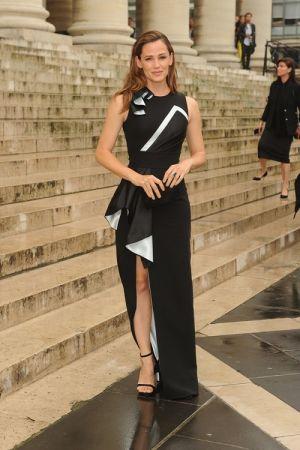 好萊塢女星珍妮佛嘉納Jennifer Garner出席Atelier Versace 2016秋冬高級訂製服秀