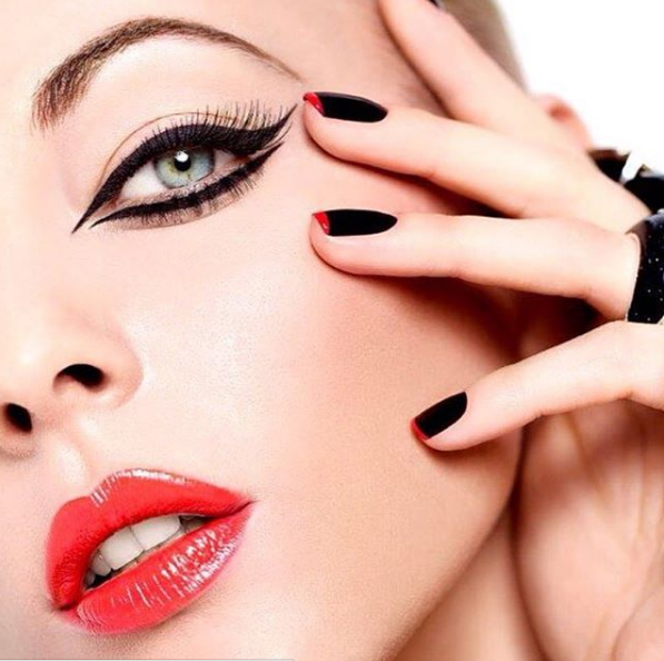 Lancôme西班牙彩妝師為黑天鵝超精準眼線液打造的妝容。