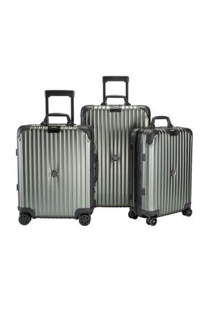 (左至右) MONCLER & RIMOWA 特別合作系列:歐規四輪登機箱(容積45升),NT$57,300;小型四輪行李箱(容積64升),NT$65,200;標準四輪登機箱(容積32升),NT$49,450。