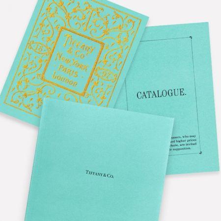 #Tiffany Blue Book1837年,品牌創辦人 Charles Lewis Tiffany 在紐約市開了一間文具飾品店,這可以說是 Tiffany 的前身,店裡銷售的產品多元,有文具、古玩與陶器,後來才陸續增加手錶、時鐘、銀器、黃金及鑽石珠寶等等。Tiffany 因應當時的市場銷售,出版了全美第一本郵購商品型錄,演變至今日,Tiffany Blue Book 則是刊載頂級珠寶的創意書。