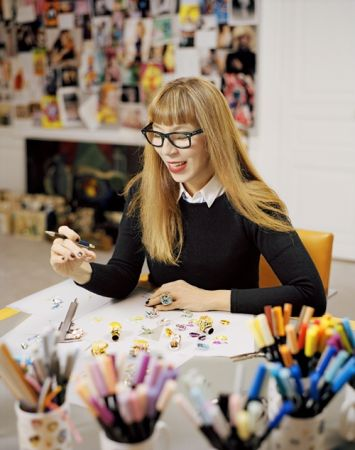Dior 珠寶總監Victoire de Castellane:「我最喜歡蛋白石,因為它的火彩看起來很有生命感,就像莫內的作品《睡蓮》,每一幅都擁有獨特的色彩,就如同有個神奇的仙怪住在裡頭。」