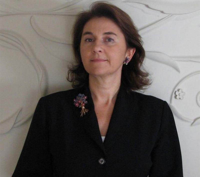 Van Cleef & Arpels 傳承典藏總監Catherine Cariou:「我從事珠寶相關工作已經有20年了。大約15歲的時候,我經常跟父母一起到拍賣會或是博物館,之後便愛上了珠寶。熱情,能帶妳走很遠的路!」