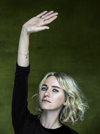 Naomi Watts 響應寶格麗#RaiseYourHand拯救兒童慈善行動