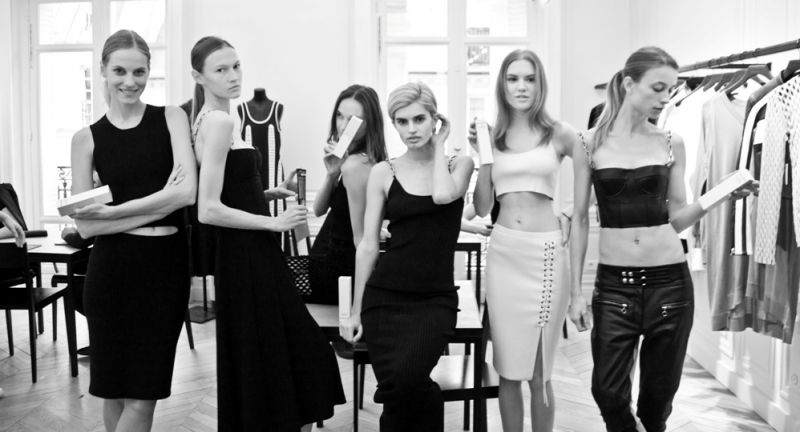 Grown Alchemist被指定為澳洲時裝品牌STRATEAS CARLUCCI在巴黎時裝週及紐約時裝周後台專用的身體及臉部保養產品。