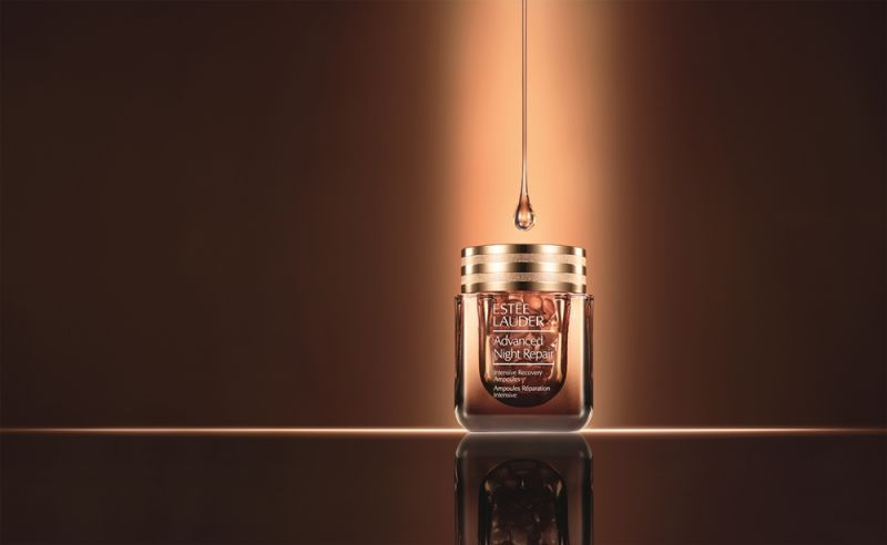 雅詩蘭黛特潤修護60天極效安瓶,擁有2倍濃縮高效修護力。
